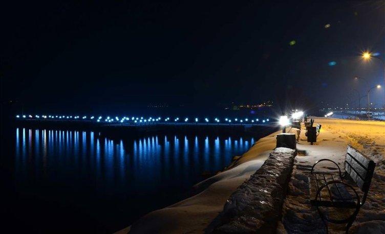 Van Gölü'ndeki ışık yansıması ilgi görüyor