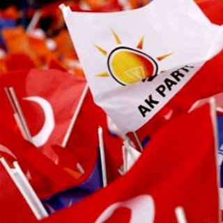 AK Parti, eski milletvekillerini unutmadı