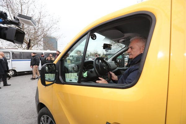 Binali Yıldırım, minibüs durağını ziyaret etti