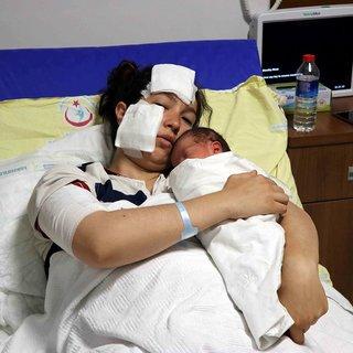 Doğum yapan eşini bıçaklayan sanığın suçu yaralama kapsamından çıkarıldı