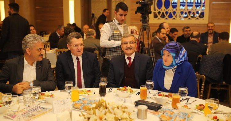 """Zeytinburnu Belediye Başkanı Murat Aydın'a """"Veda Yemeği"""""""