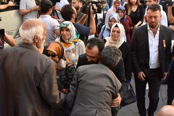 Kanser hastası annenin HDP isyanı: Ben çocuklarımı onlar için doğurmadım! Yeter artık.