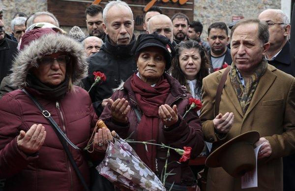 Reina katliamında hayatını kaybedenler anıldı