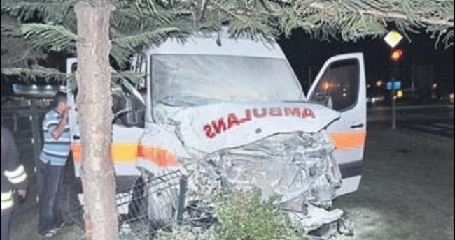 Ambulans kaza yaptı: 7 kişi yaralı