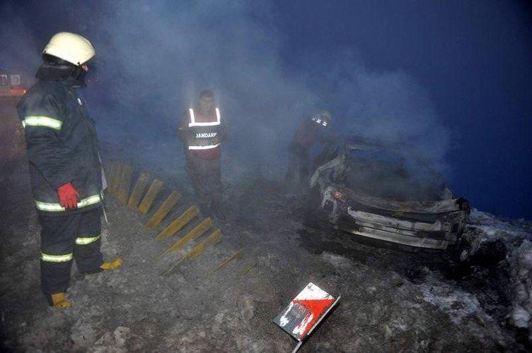 İşadamı otomobilinde yanarak can verdi