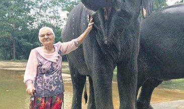 91 yaşında, dünya turunda