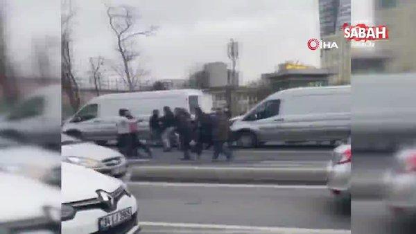 İstanbul'un göbeğinde kemerli kavga kamerada   Video