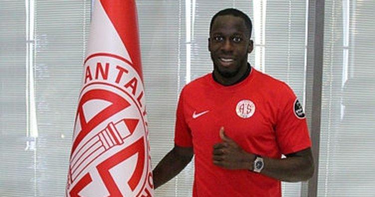 Antalyaspor'da Aly Cissokho'yu renklerine bağladı