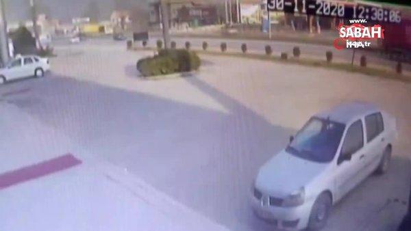 2 kişinin öldüğü 3 kişinin yaralandığı feci kaza saniye saniye kamerada | Video