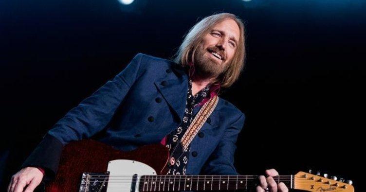 Efsane müzisyen Tom Petty yaşamını yitirdi