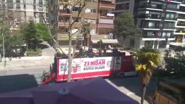 İzin almadan bando çalan ve sokağa çıkma yasağını ihlal eden Kadıköy Belediyesi görevlilerine para cezası kesildi!