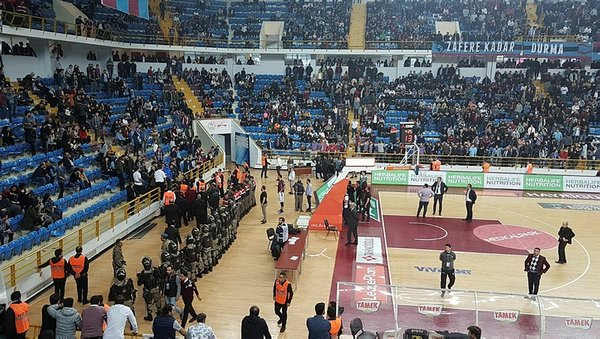 Trabzonspor - Fenerbahçe Doğuş maçında olay