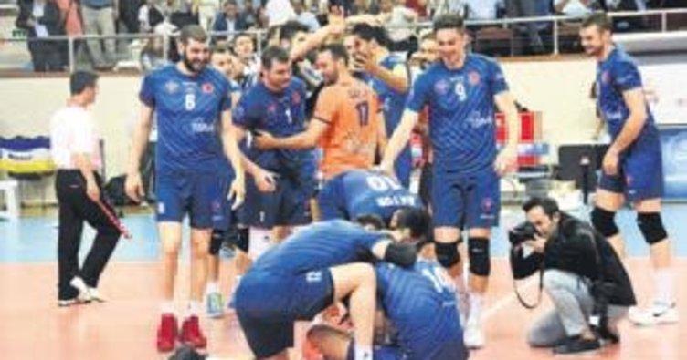Erkekler voleybolda şampiyon Halkbank