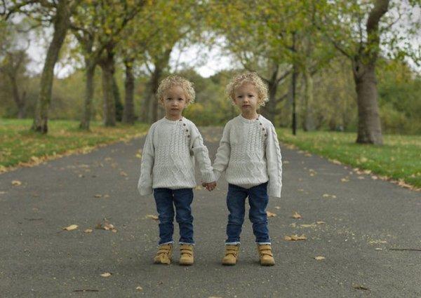 Tek yumurta ikizlerini böyle fotoğrafladı!