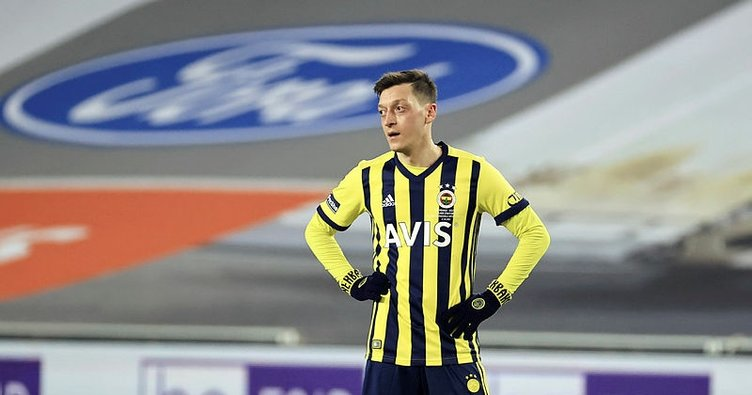 İngiltere'de Mesut Özil'in performansı eleştirildi: Mesut'un kabusu sürüyor