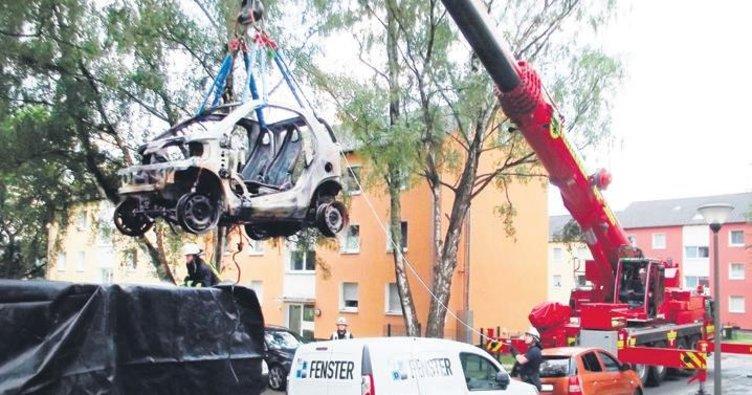 Elektrikli otomobil ancak böyle söndürülebildi