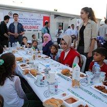 İstanbul Kızılay iftarda Suriyelilerle buluştu