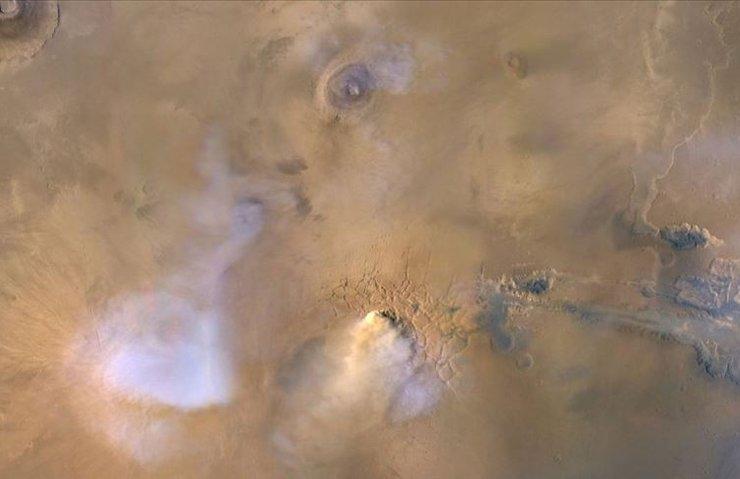 MARS'TAKİ KUM FIRTINALARI GEZEGENİ KAPLIYOR