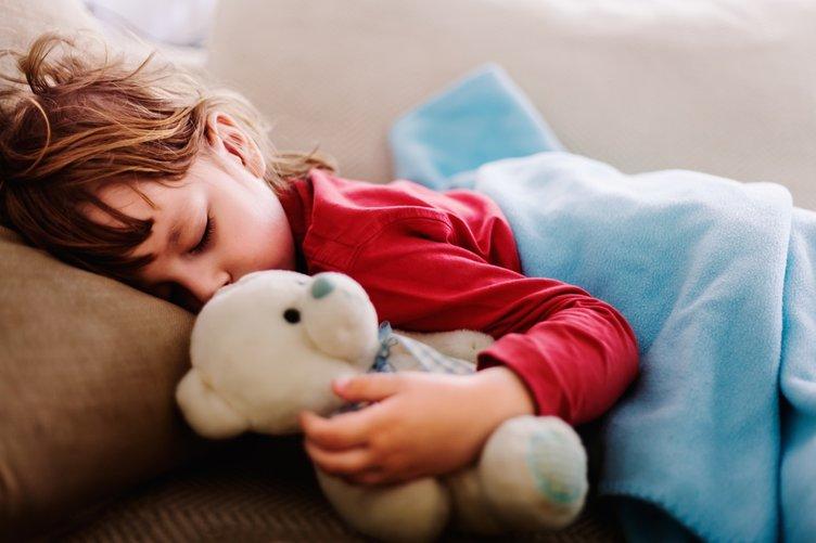 Günde en az 1 saat...Bunu yapınca çocuklar daha kolay uyuyor!