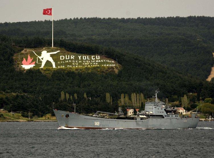 Dikkat çeken detay! Askeri araç yüklü Rus gemisi, Çanakkale Boğazı'ndan geçti