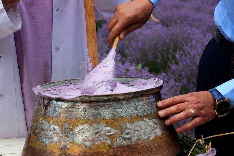 Mor tarlalarda lavantalı deva-i misk izdihamı