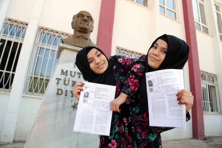 Türkiye'de ilk defa! Siyam ikizleri YKS'ye girdi
