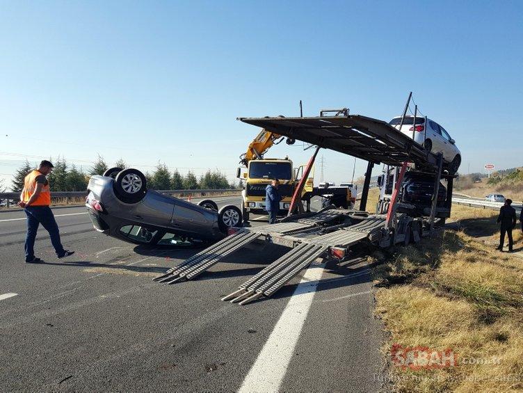 Sıfır araçları taşıyordu... Yol trafiğe kapatıldı!