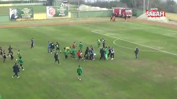 Maç sonrası futbolcular birbirine girdi | Video