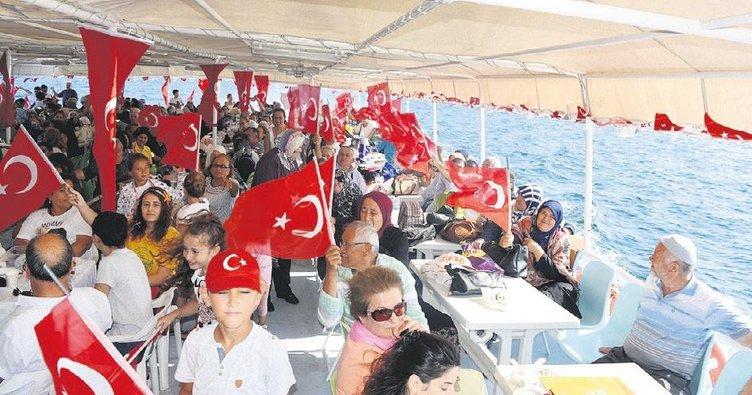 Gaziler'e Boğaz'da tekne turu