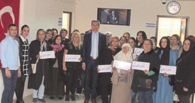 Denizli'de 15 kadına mikrokredi çeki