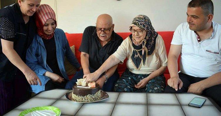 70'lik çift hayatlarında ilk kez doğum günü kutladı