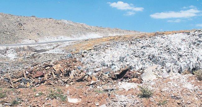 Arazisinin yerinde artık çöp dağı var!