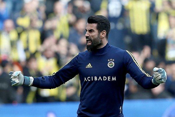Fenerbahçe-Galatasaray derbisinde tribünler rengarenk