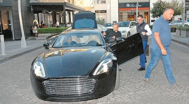 Mustafa Ceceli'nin 'Emanet Ferrari'si