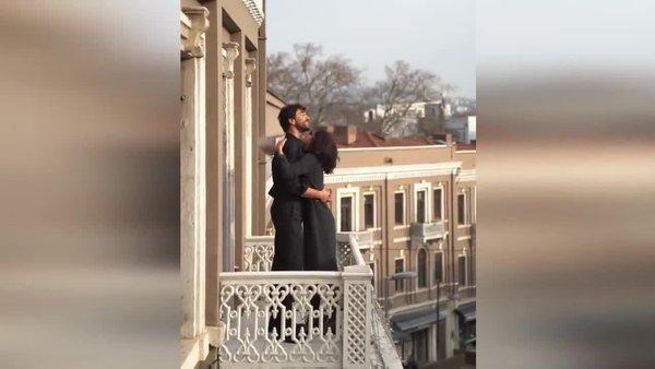 Oyuncu çift Nesrin Cavadzade ve Gökhan Alkan'dan 'Dünya Sarılma Günü' paylaşımı | Video