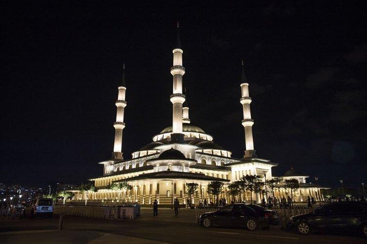 Beştepe Camii' ne vatandaşlar akın etti