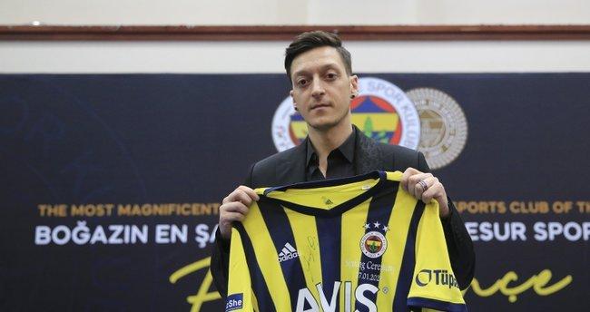 Fenerbahçe teknik direktörünü Mesut Özil'le ikna edecek