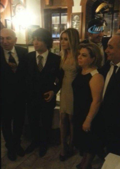 Arda Turan ve Sinem Kobal nişanlandı