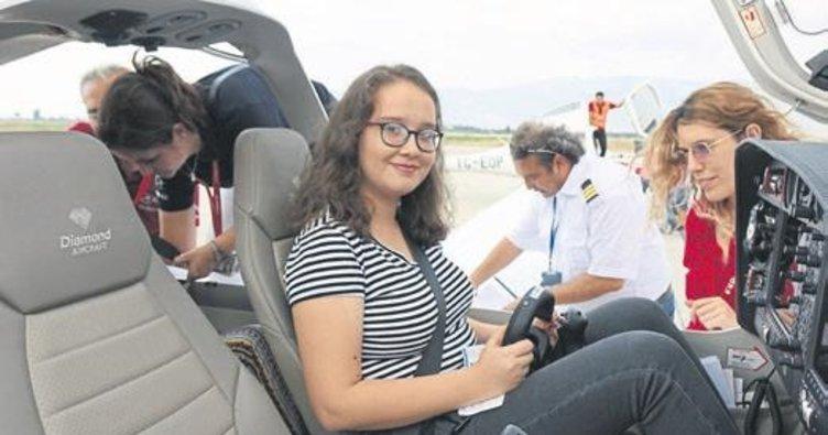 80 çocuk ilk kez uçağa bindi