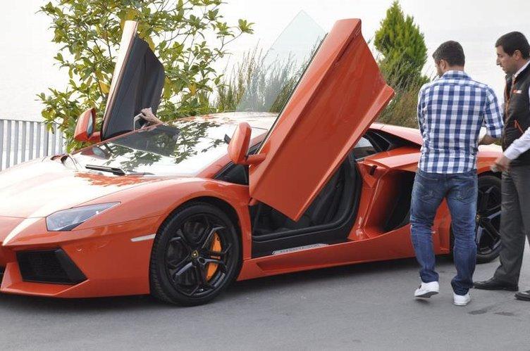 Sabri Sarıoğlu'ndan eşine Lamborghini