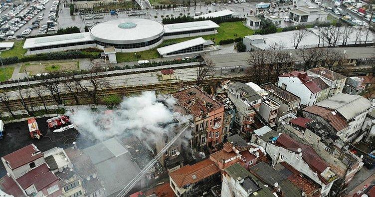 Yenikapı'da metruk binada yangın