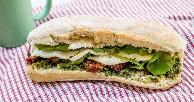Caprese sandviç tarifi-Caprese sandviç nasıl yapılır?