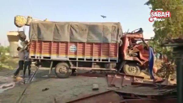 Hindistan'da yolcu treni kamyona çarptı. Ölü ve yaralılar var | Video