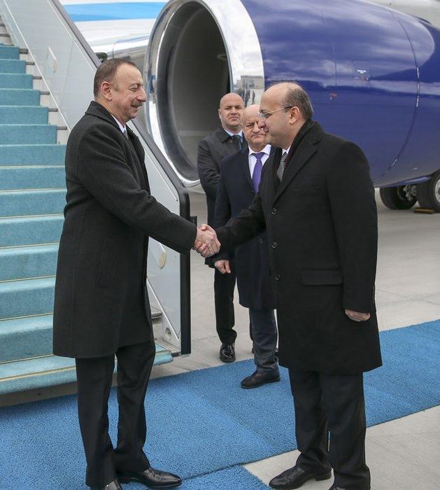 Aliyev resmi törenle karşılandı