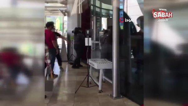 AVM girişinde maske tartışması sonucu tekme tokat böyle kavga ettiler | Video