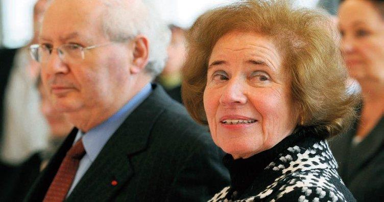 'Nazi avcısı' çifte devlet nişanı
