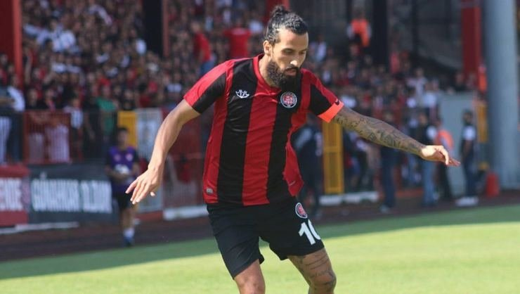 Karagümrük'te teknik direktör-oyuncu olan Erkan Zengin'in kariyeri tehlikede!