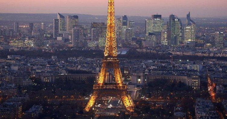 Paris'te bıçaklı saldırı paniği!