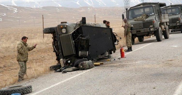 Hakkari'de askeri araç devrildi