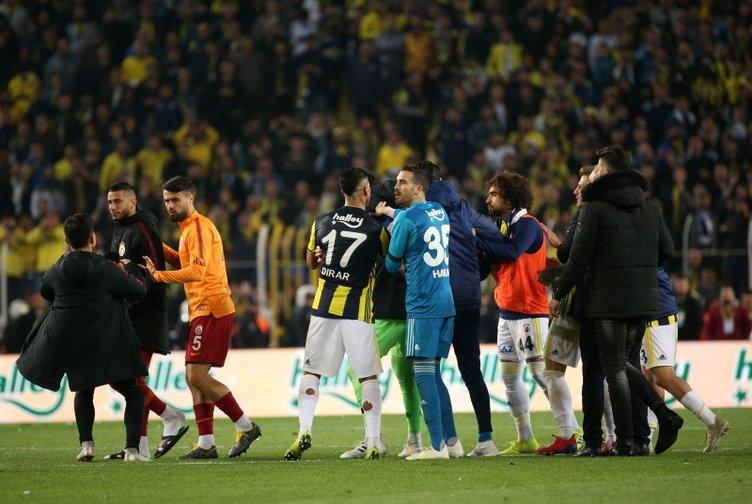 Fenerbahçe - Galatasaray derbisi sosyal medyada sürüyor! Flaş paylaşımlar